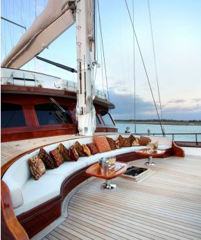 YACHT SALES & BROKERAGE