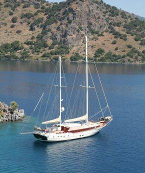 Crewed Yacht Charte